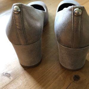 Donald J. Pliner Shoes - Donald Pliner Corin Leather Pumps Sz 8.5